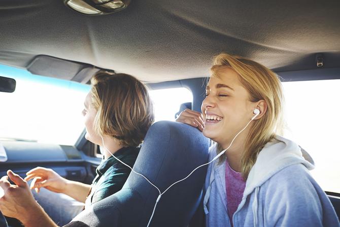 headphone_girl2
